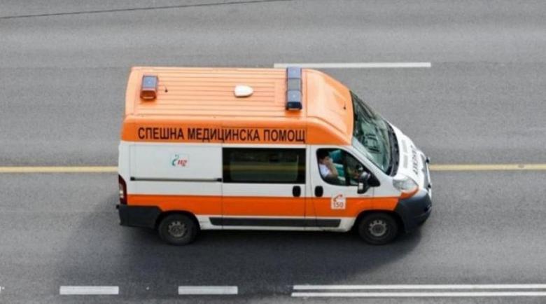"""Шофьор катастрофира и """"прелетя"""" в насрещното на магистрала """"Хемус"""""""