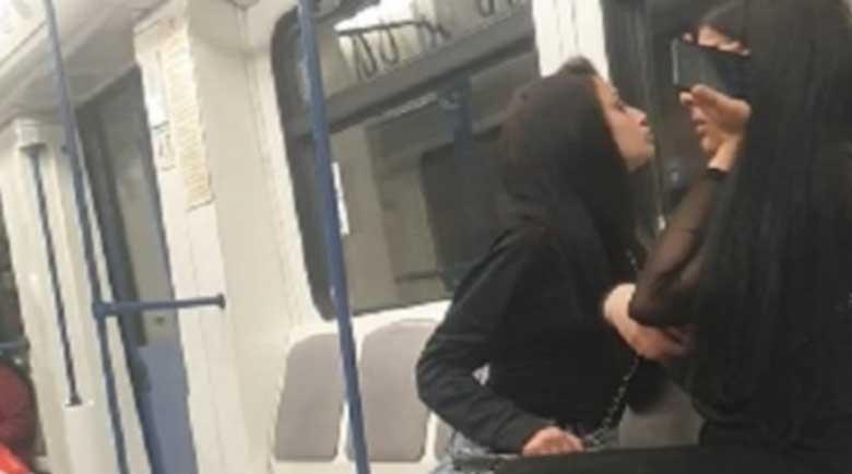 Малолетни пикли се нашмъркаха в метрото, мрежата прегря от възмущение
