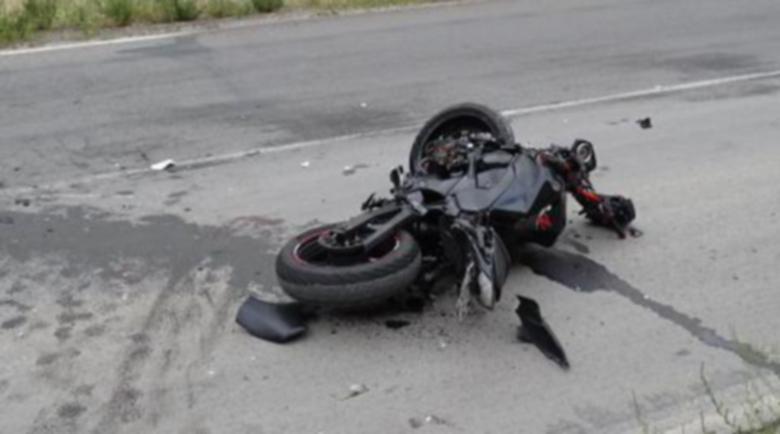 Кола премаза моторист на входа на Велико Търново