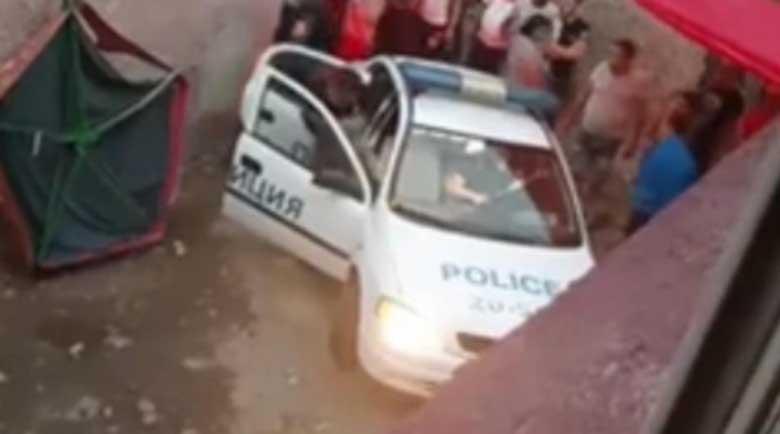 Куриоз! Арестуван циганин се намърда на мястото на полицай в патрулката