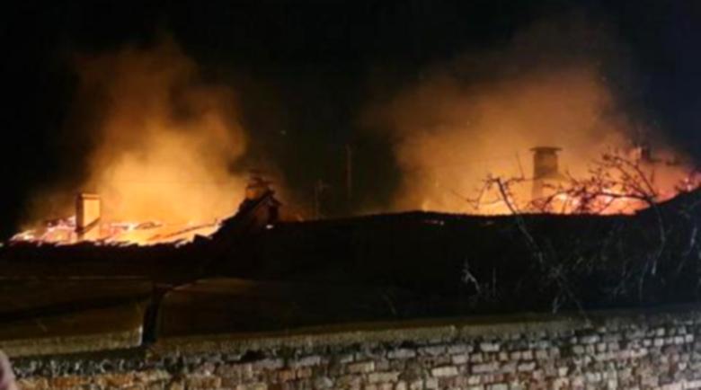 """Голям пожар! Три къщи изгоряха във """"Факултета"""""""