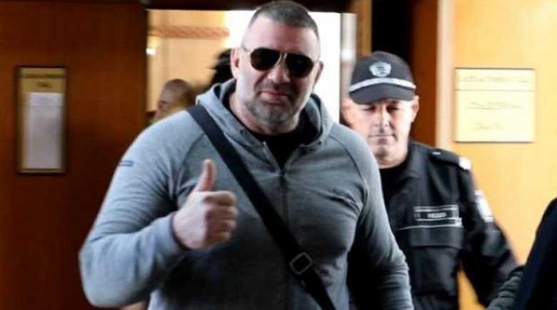 Пуснаха Райфъла от ареста след разпити за порноснимки