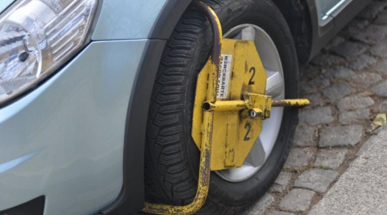 Скандал за инвалидно място за паркиране стигна до съд
