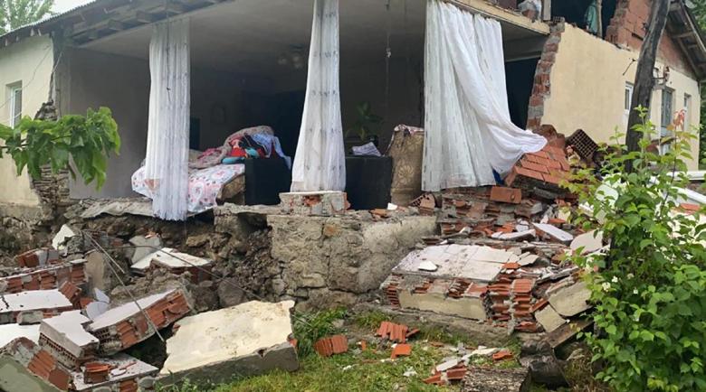 Един загинал и 18 ранени след трус със сила 5,7 по Рихтер в Турция