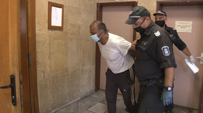 Окончателно оставиха в ареста циганите, клали с брадви полицаи заради дрога
