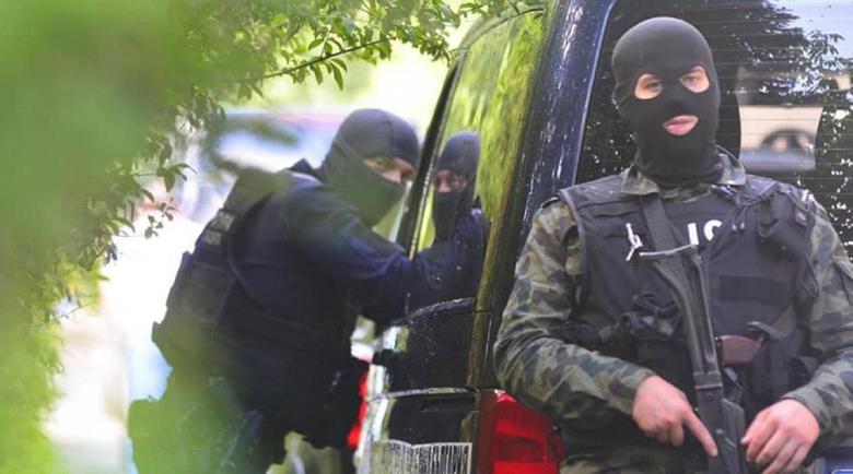 Задържаха 20 души след специализирана акция край София