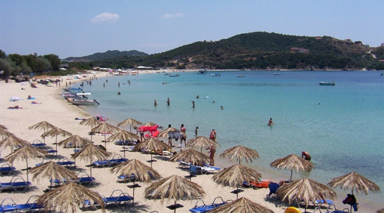 Няма мърдане! Всички трябва да са с маски на плажа в Гърция