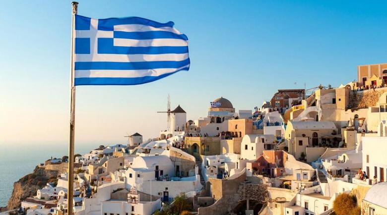 Край на купоните в Гърция, на маса – само четирима