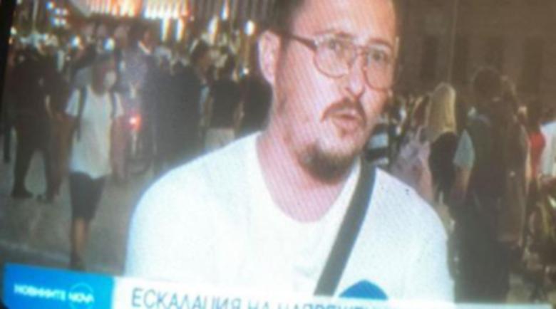 Журналист сигнализира: Адвокатът на мутрите участва в протеста срещу… мутрите