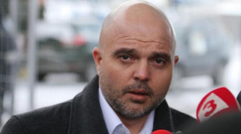 Ивайло Иванов: Платени лумпени от футболните агитки пуснаха кръв в София