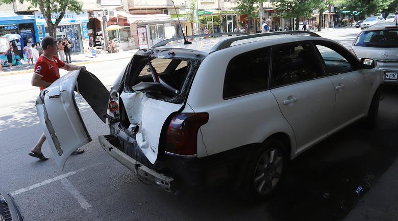 Трамвай и три автомобила се удариха в София