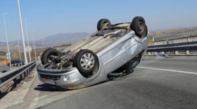 63-годишна каскадьорка преобърна по таван кола с две деца