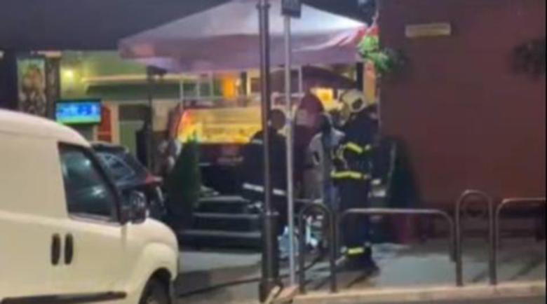 Кола без шофьор се вряза на метри от заведение във Велико Търново