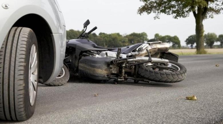 Моторист с дете се вряза в кола край Браниполе