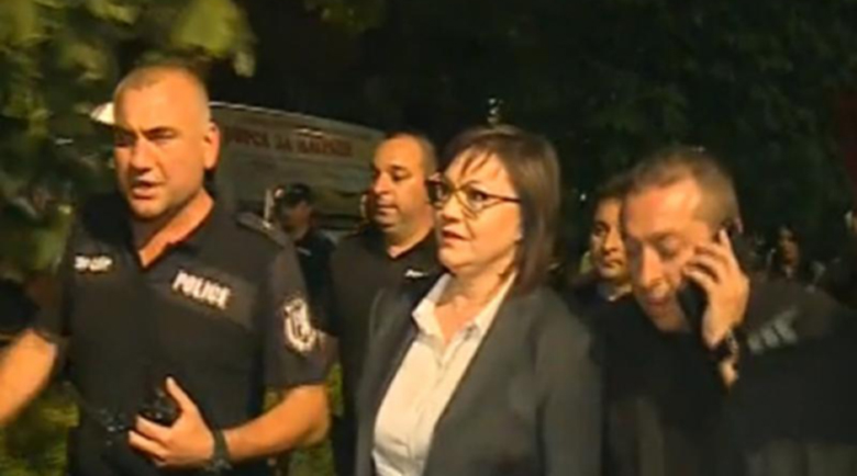 Корнелия Нинова се извини на полицаите, че тръгнала пеша