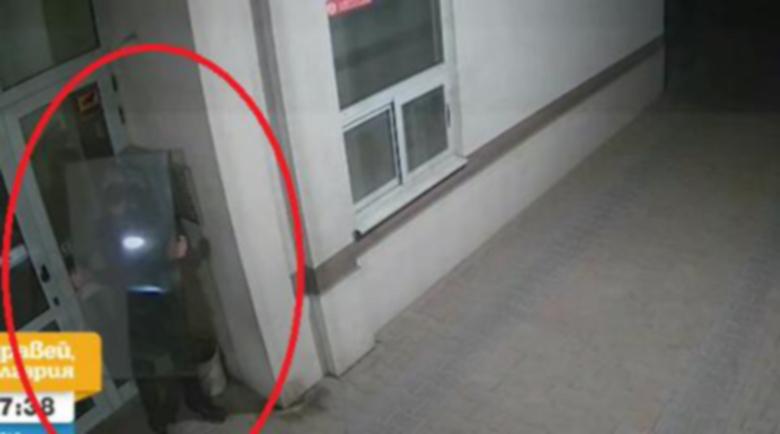 Мъж разбива и обира мазета и коли в София