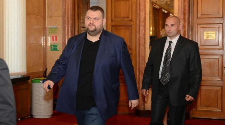 Европейско издание: Гешев не разследва Пеевски за фалита на КТБ, но с усърдие преследва критиците му