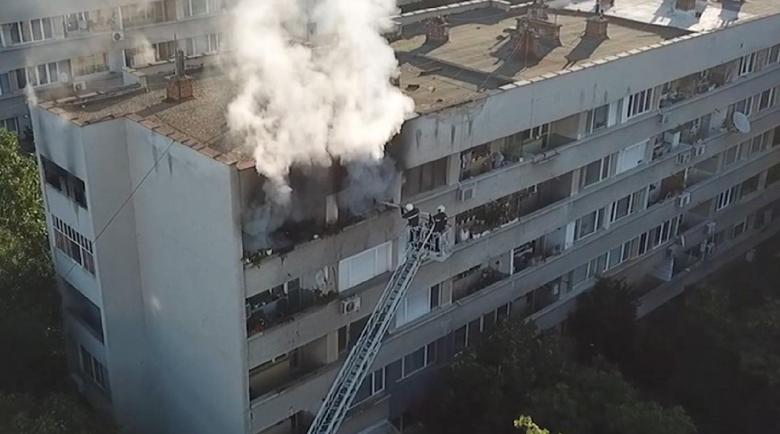 Забравено кандило подпали апартамент в Ямбол