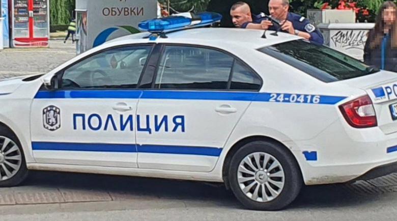 Карък! Пиян и надрусан софиянец нацели патрулка на кръстовище