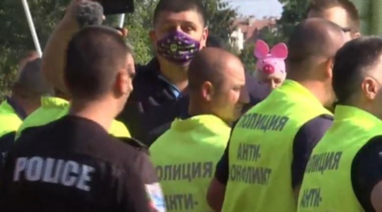 Жестоки мерки за сигурност на съвещанието, Гешев посреща лично всички