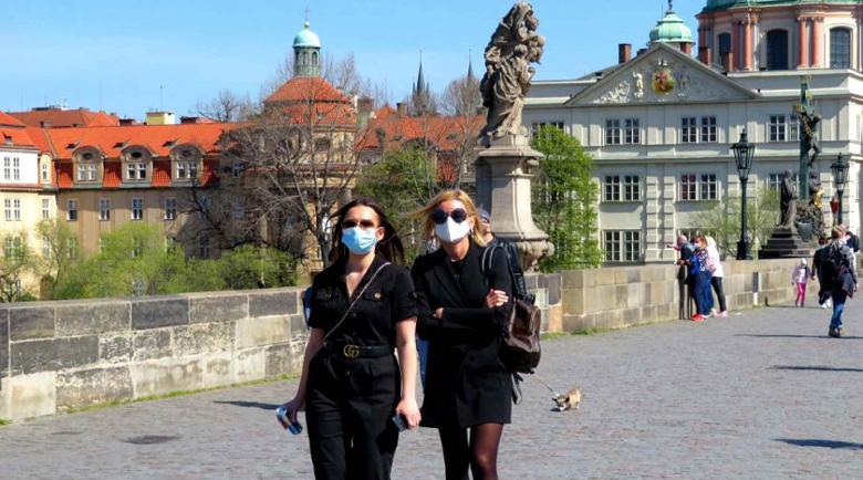 В Чехия връщат задължително носене на маски