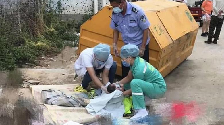 Родители изхвърлиха новородено момиченце до кофи за боклук, искали момче