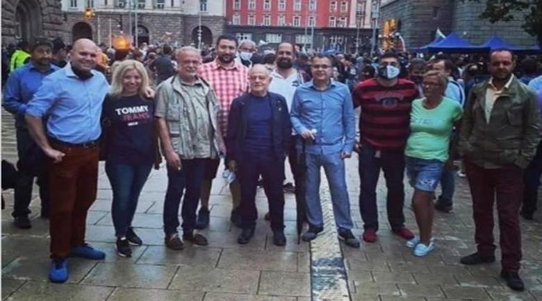 Кралев към протестиращи: Педалите са навсякъде! Атанасова: Краварката е в левия ъгъл