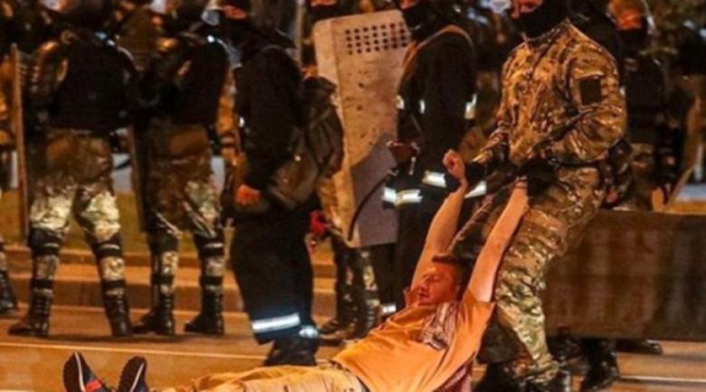 Газ и водни струи срещу протеста в Минск след изборите, влачат хора