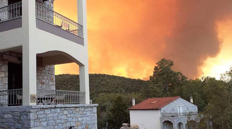 Тревожно: Пожар изпепелява Пелопонес