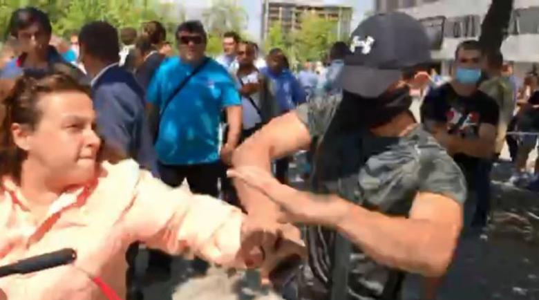 Гербери: Ела тука бе, боклук! Насилие над журналист на сбирката на ГЕРБ