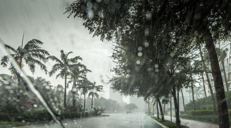 Ураган в Бразилия рани 16, остави стотици без дом