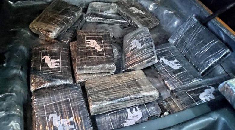 Удар! В Гърция спипаха трима с 324 кг кокаин за 100 млн. евро