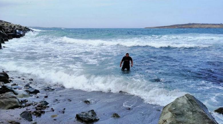 Герой: Младеж от Созопол скочи в бурното море и спаси живота на дядо