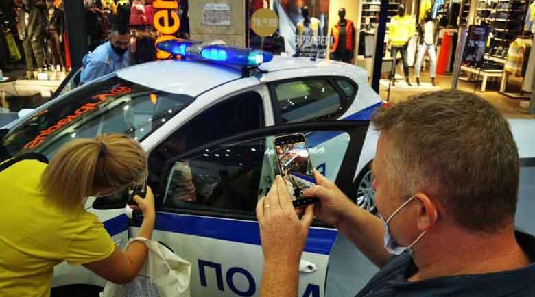 Полиция нахлу в пловдивски мол, хлапета се снимаха с каски на мотори