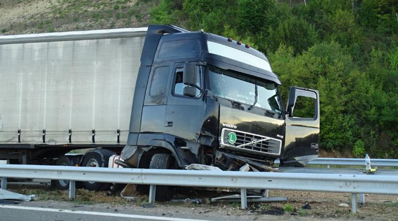 Двама в болница след катастрофа на пътя Шумен-Варна