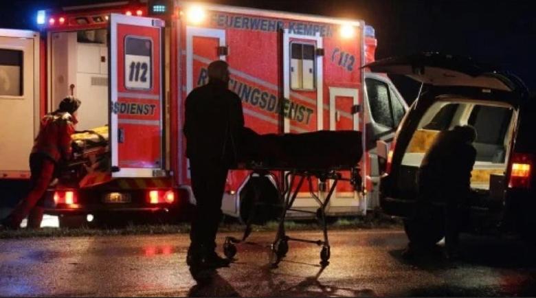 Кървав инцидент и в Германия: Кола се вряза в група хора, загина дете