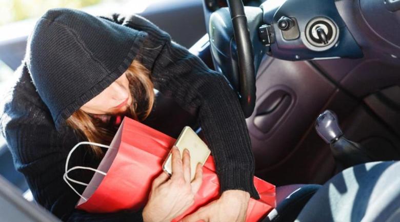 33-годишна казанлъчанка открадна $22 000 от паркирана кола в Бургас