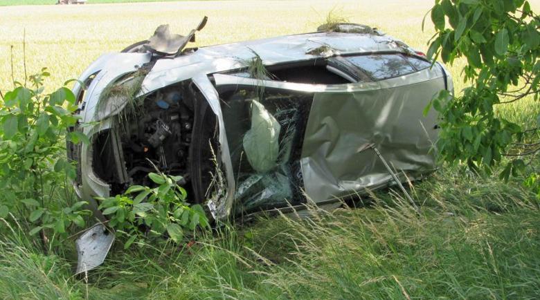 Автомобил се обърна по таван, шофьорът – в тежко състояние