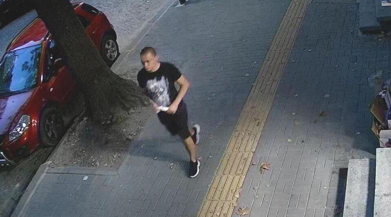 Полицията издирва млад мъж за тежко престъпление