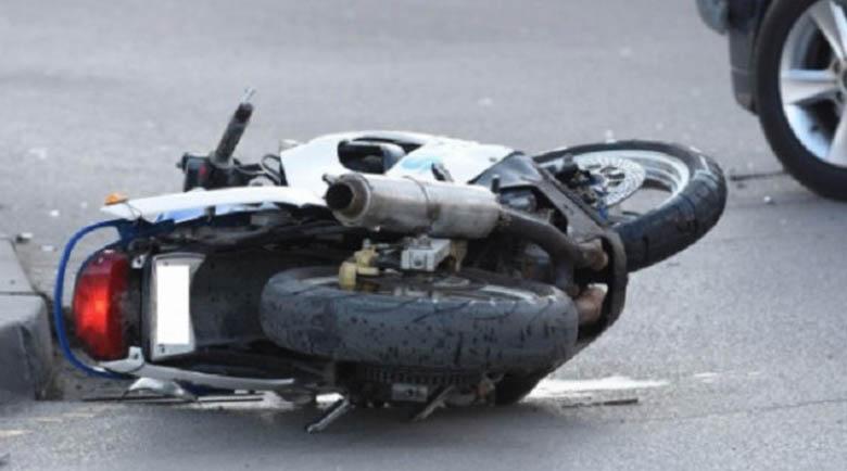 Кола блъсна мотопед във Враца, мъж е с опасност за живота