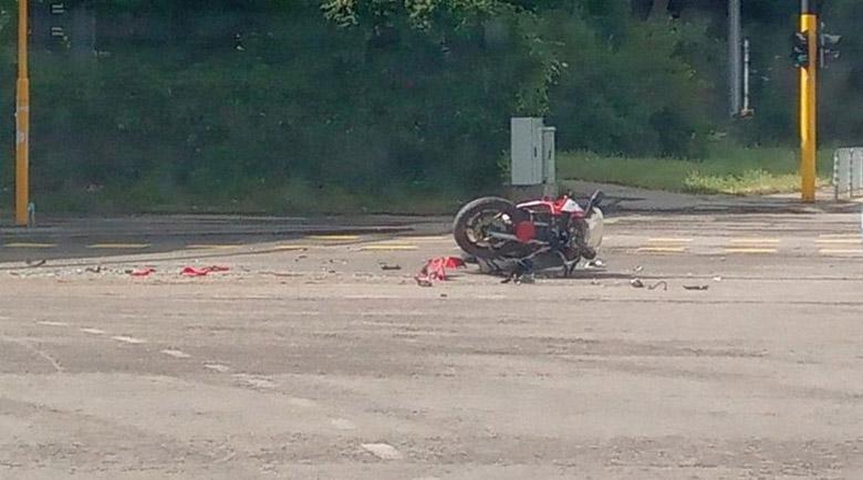 Моторист се размаза в електрически стълб във Велики Преслав