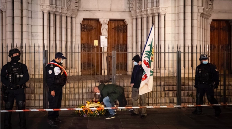 Българин на мястото в Ница, където терорист наръга няколко души