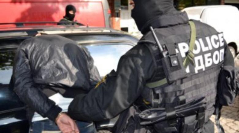 Арестуваха четирима от престъпна банда за лихварство и изнудване