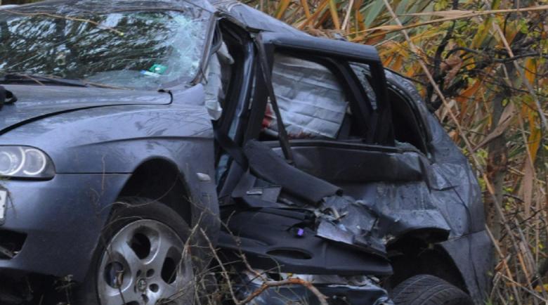 Младеж уби старец с кола, загина и той
