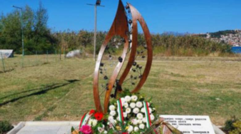 """Никакъв ЕС за тях! Унищожиха паметника на загиналите българи с кораба """"Илинден"""""""