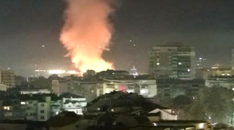 Голям пожар горя на пъпа на Варна, пламъците се виждаха от целия град