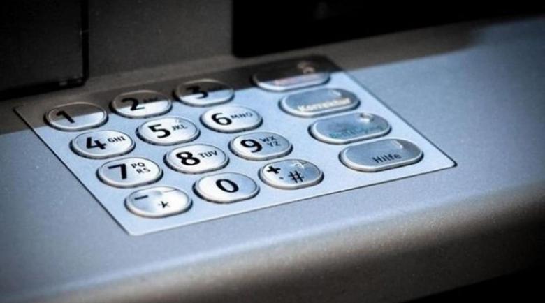 Ученик намери портфейл, източи банковата карта на пенсионер