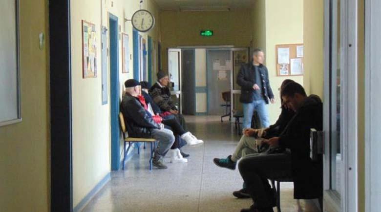 Инвалиди с коронавирус на опашка в болница при минусови температури