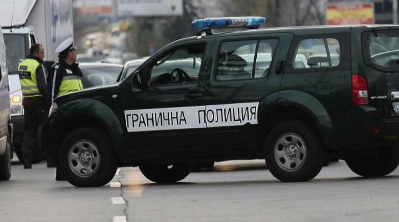 """Полицай от сектор """"Миграция"""" в схема с фалшиви документи"""