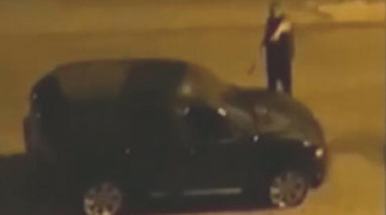 Нощен екшън! Мъж залови крадец в собствената си кола